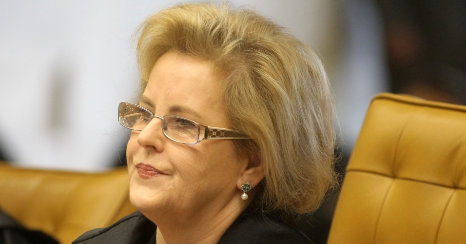 2.ago.2012 - A ministra Rosa Weber, uma entre os 11 ministros do Supremo que votar&#227;o no caso do mensal&#227;o, participa da sess&#227;o, nesta quinta-feira (2). Os ministros votaram pelo indeferimento do pedido inicial dos advogados, que queriam o desmembramento do processo para que os r&#233;us respondessem na Justi&#231;a separadamente