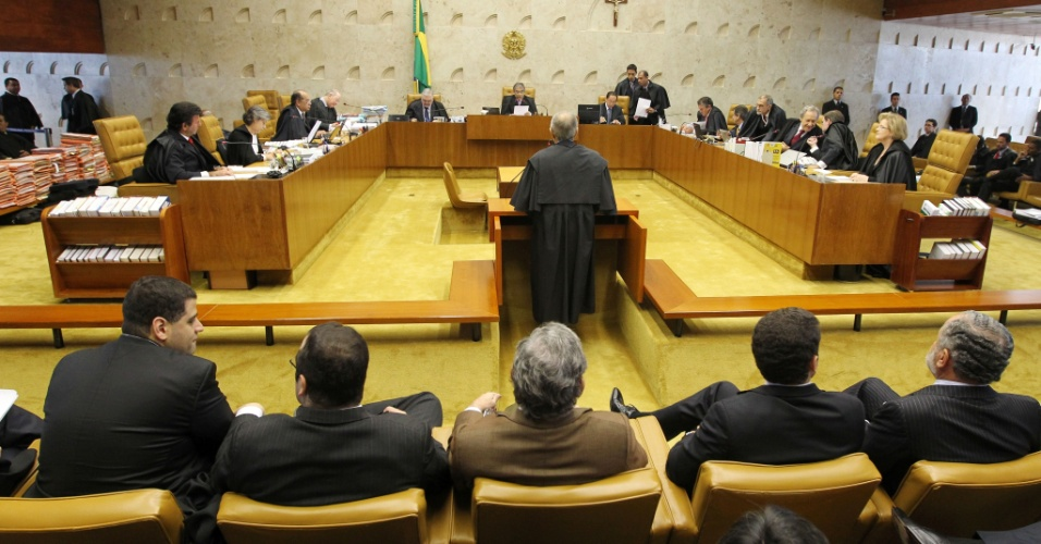 2.ago.2012 - Come&#231;ou nesta quinta-feira (2) no Supremo Tribunal Federal (STF), em Bras&#237;lia, o julgamento dos envolvidos no esc&#226;ndalo do mensal&#227;o