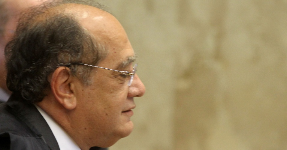 2.ago.2012 - O ministro Gilmar Mendes, um dos 11 ministros do Supremo que votar&#227;o no caso do mensal&#227;o, participa da sess&#227;o, nesta quinta-feira (2). Os ministros votaram pelo indeferimento do pedido inicial dos advogados, que queriam o desmembramento do processo para que os r&#233;us respondessem na Justi&#231;a separadamente