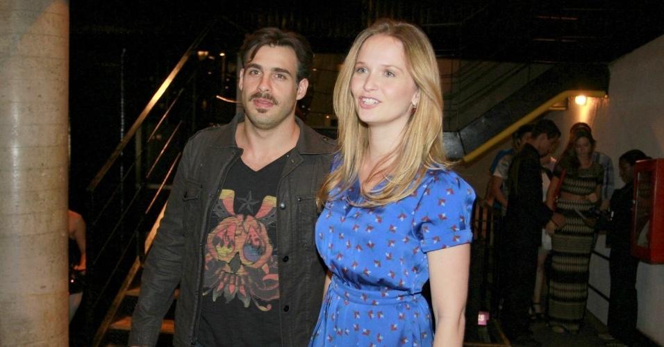 Fernanda Rodrigues com o marido, Raoni Carneiro, no show em que Sandy canta músicas de Michael Jackson no