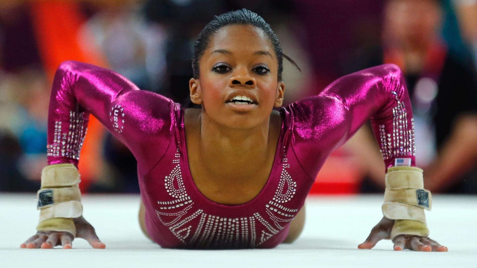 Gaby Douglas se apresenta no solo; ginasta norte-americana assegurou a medalha de ouro na final individual geral