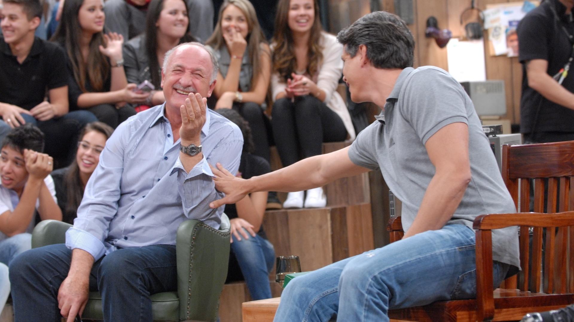 Luiz Felipe Scolari se diverte com o ator Márcio Garcia no Altas Horas