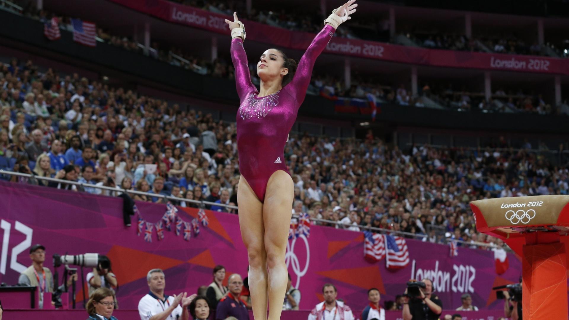 Norte-americana Alexandra Raisman faz boa aterrissagem após seu salto na final individual geral da ginástica artística