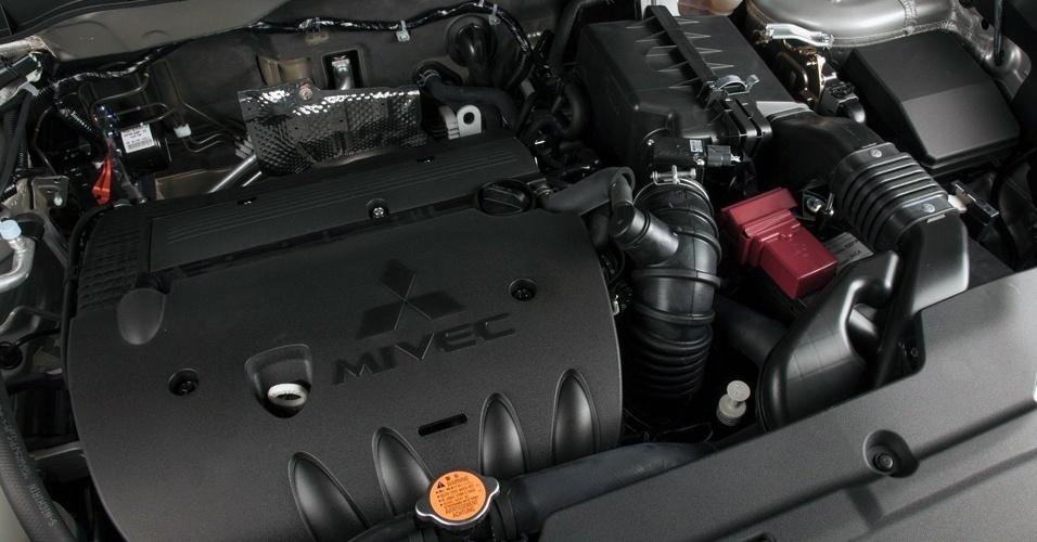 O motor do carro fabricado nos EUA é o mesmo que o do modelo brasileiro (importado do Japão): 2.0 16V com 160 cv e 20,1 kgfm de torque