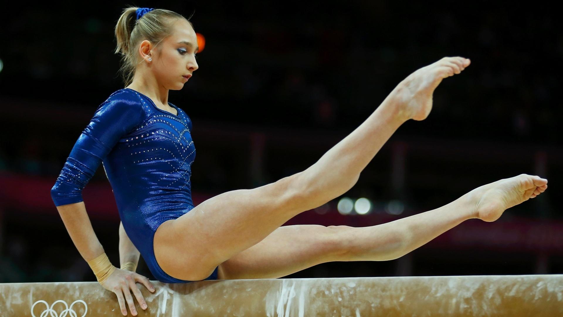 Russa Victoria Komova faz boa apresentação na trave; candidata ao ouro, a europeia teve de se contentar com a prata na final desta quinta-feira