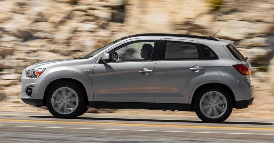 Segundo a Mitsubishi, engenheiros desenvolveram melhorias na suspensão traseira, do tipo multi-link, para melhorar a estabilidade do carro