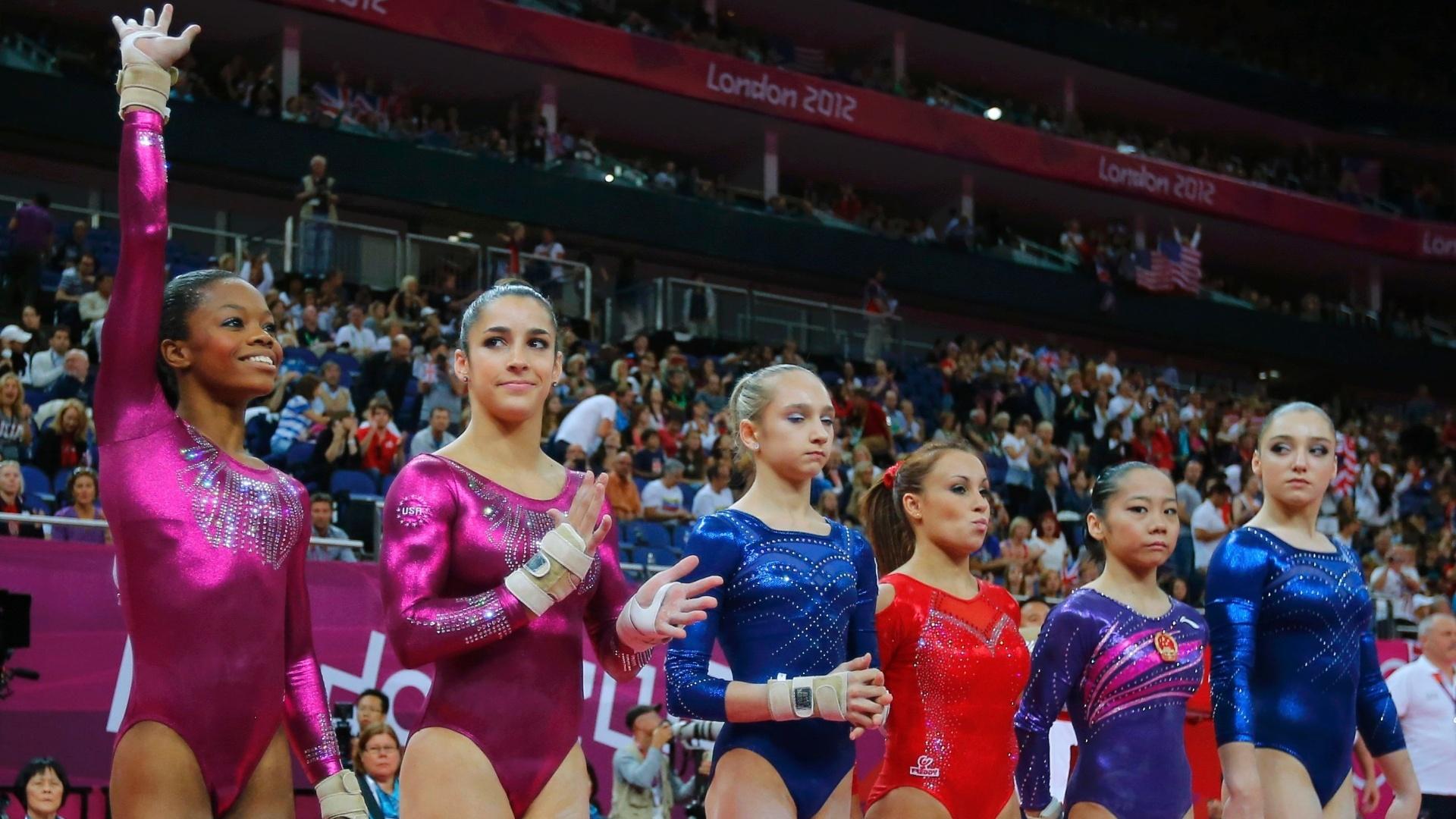 Um dos blocos da final desta quinta-feira contava justamente com as quatro ginastas mais fortes: Gabby Douglas, Aly Raisman, Victoria Komova (1ª, 2ª e 3ª à esq.) e Aliya Mustafina (d)