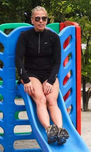 Adriane Galisteu brinca no escorrega durante viagem para resort no Guarujá. O menino, que completa dois anos neste sábado (4), é fruto da relação da apresentadora com o empresário Alexandre Iódice(3/8/2012)