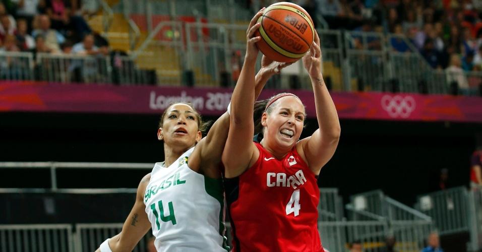 Brasileira Érika disputa bola com a canadense Krista Phillips