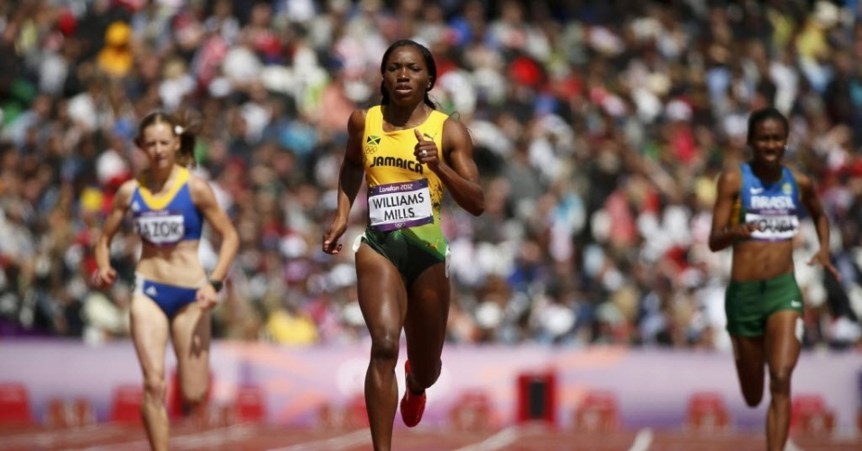 Brasileira Joelma Sousa (d) foi mal nos 400 m e ficou de fora das semifinais da prova