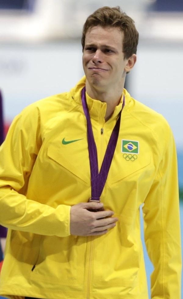 Cesar Cielo chora após a cerimônia de premiação dos 50 m livre, em Londres; brasileiro ficou com o bronze