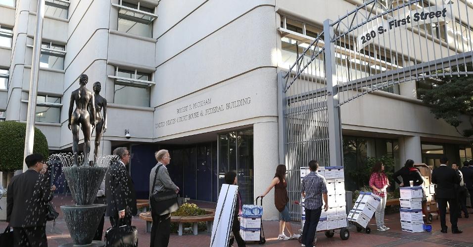 Diariamente, dezenas de pessoas aguardam em fila do lado de fora da Corte Robert F. Peckham para assistir ao julgamento da Apple vs Samsung.