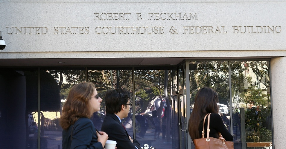 Diariamente, dezenas de pessoas aguardam em fila do lado de fora da Corte Robert F. Peckham para assistir ao julgamento da Apple vs Samsung. Entre os espectadores, estão membros das duas empresas, a imprensa e curiosos