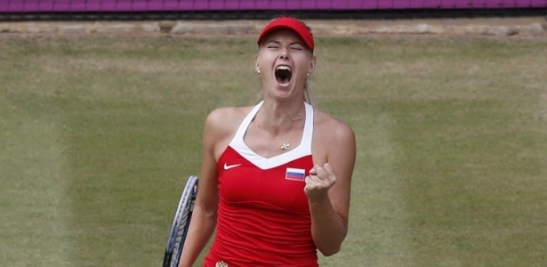 Maria Sharapova comemora ponto no duelo contra a compatriota Maria Kirilenko em Londres-2012