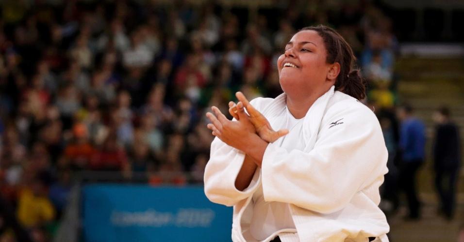Maria Suelen se levanta e comemora após eliminar Nihel Cheikh Rouhou, da Tunísia, na categoria até 78kg