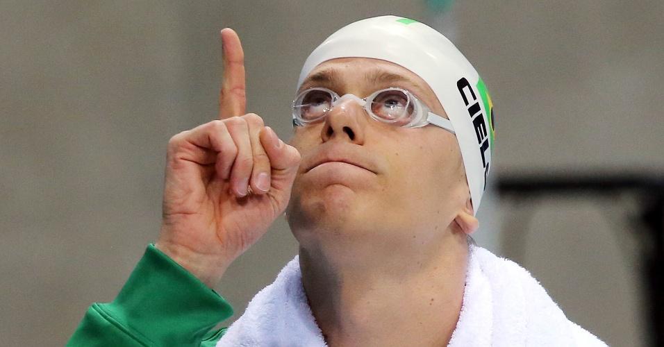 Nadador brasileiro Cesar Cielo antes de cair na piscina para disputar os 50m livre nos Jogos de Londres