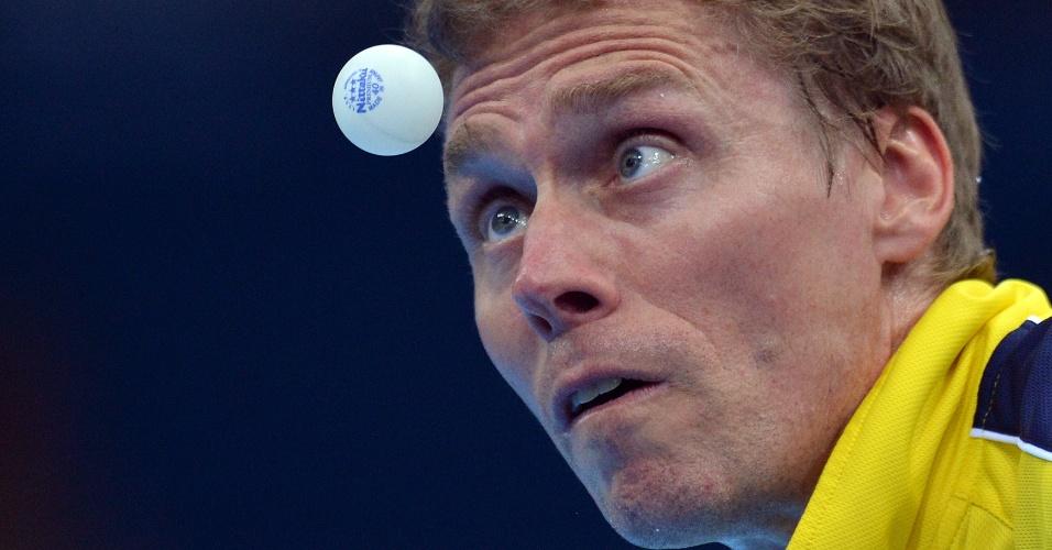Sueco Jorgen Persson faz careta durante partida de equipes contra a Alemanha