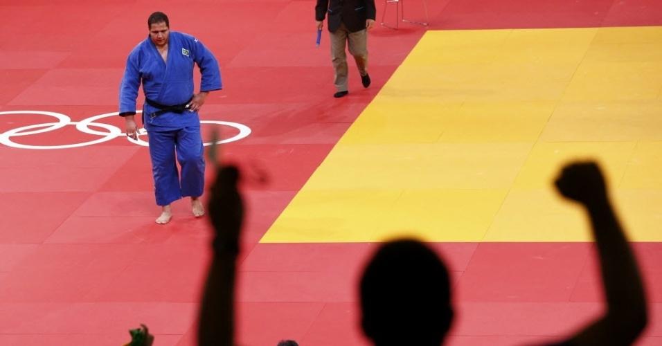 Torcedor comemora vitória de Rafael Silva na repescagem da categoria acima de 100 kg
