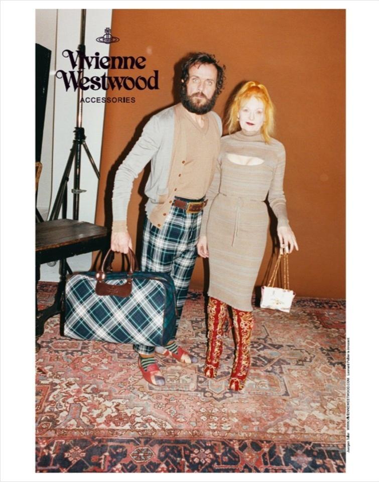 Vivienne Westwood posa para sua própria campanha ao lado do marido, Andreas Kronthaler, para o Inverno 2012/13