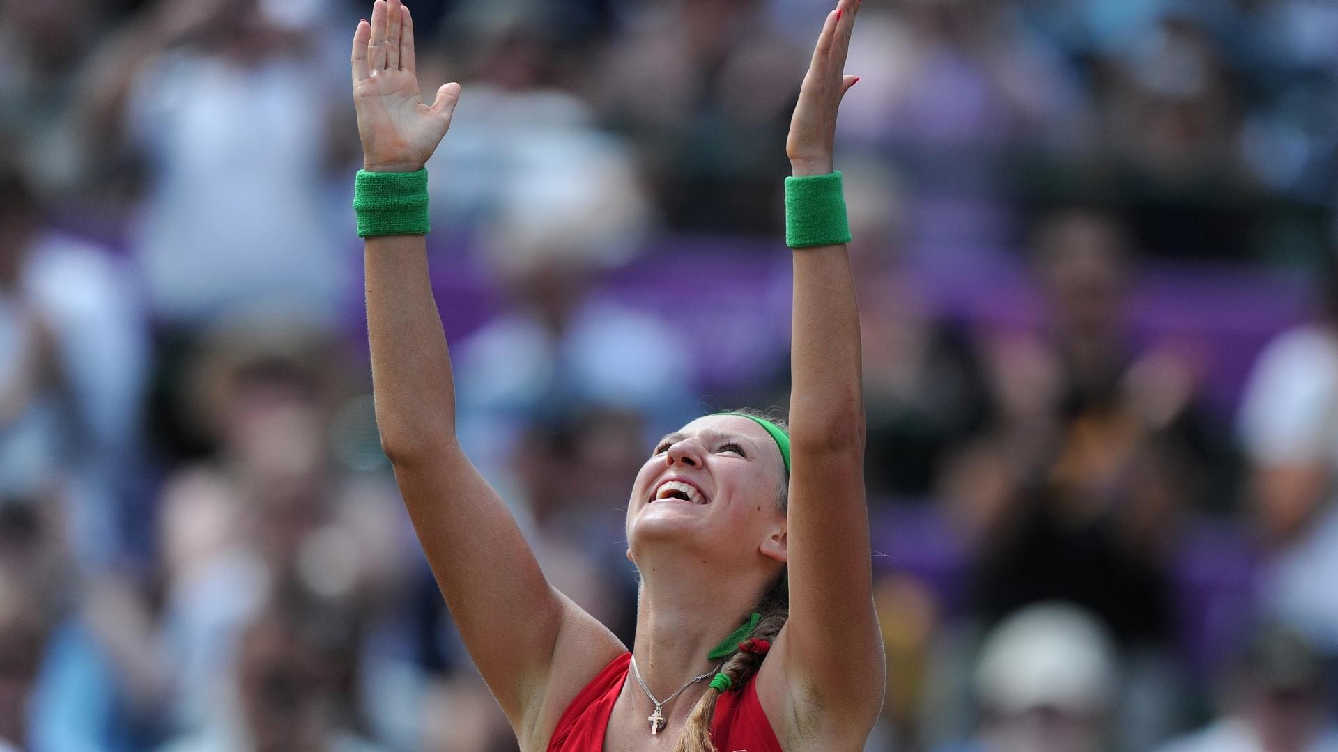 Bielorrussa Victoria Azarenka comemora ao vencer a russa Maria Kirilenko e conquistar a medalha de bronze no tênis olímpico (04/08/2012)