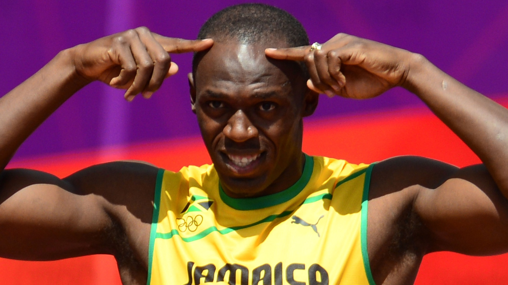 Jamaicano Usain Bolt faz gesto antes do competir na prova dos 100 m rasos no Estdio Olmpico de Londres