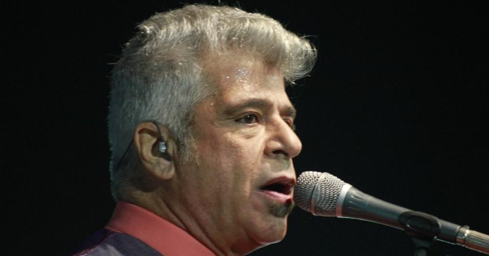 Lulu Santos canta sucessos de Erasmo e Roberto Carlos em show no Viva Rio, no Rio de Janeiro (3/8/12)