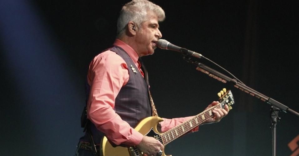 Lulu Santos toca em show no Viva Rio. O cantor carioca interpretou sucessos de Erasmo e Roberto Carlos em sua apresentação no Rio de Janeiro (3/8/12)