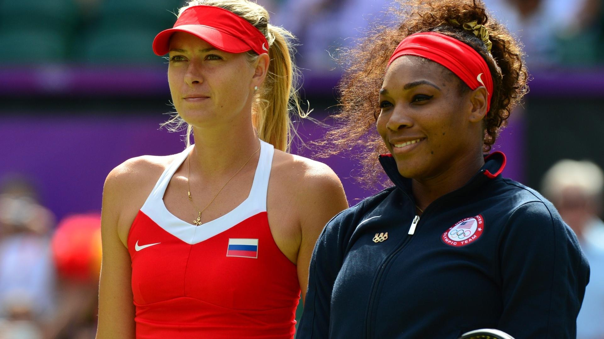 Maria Sharapova (e) e Serena Williams posam juntas antes da final feminina de tênis em Londres (04/08/2012)