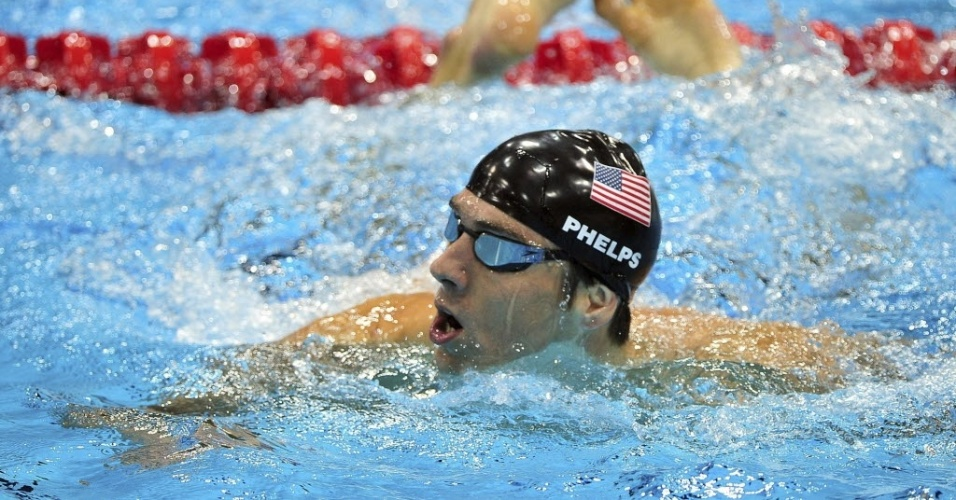 Michael Phelps deixa a piscina aps o ouro no 4x100 m medley, sua ltima prova na histria olmpica