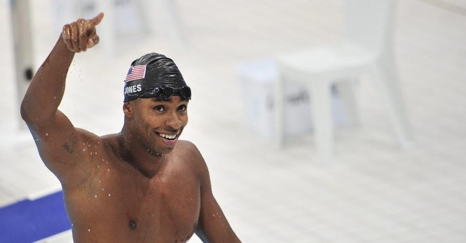 O norte-americano Cullen Jones comemora bom resultado nos 50 m livre