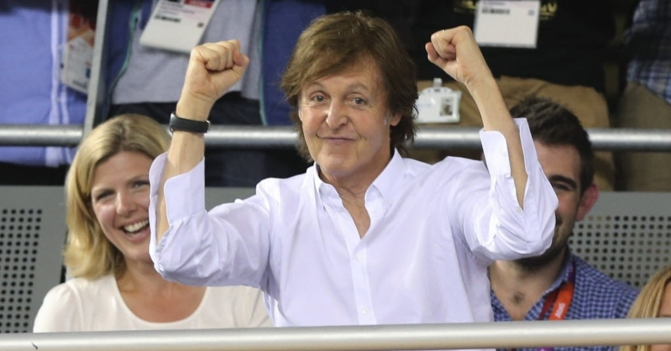 Paul McCartney faz gra&#231;a durante prova de ciclismo em Londres