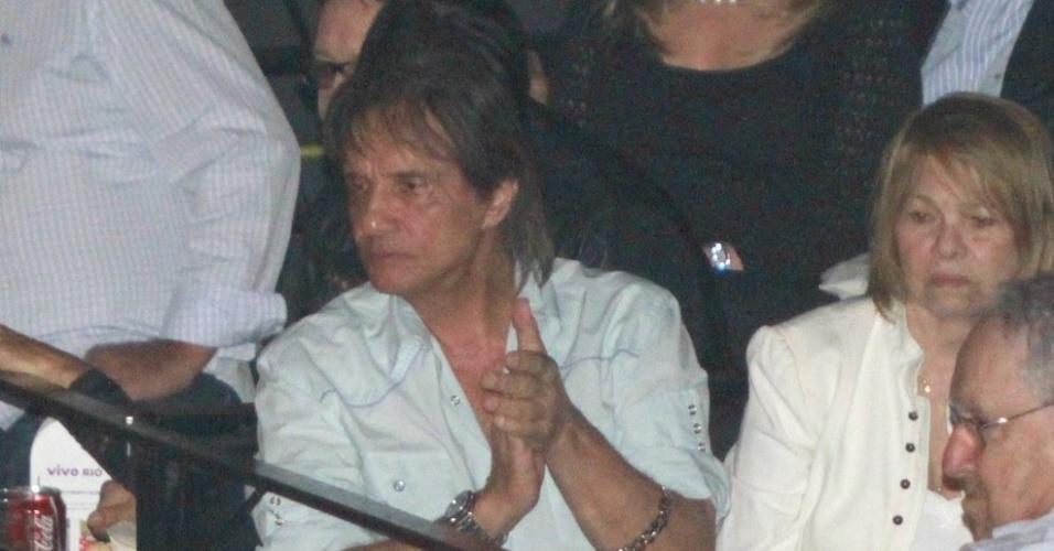 Roberto Carlos assiste show de Lulu Santos no Vivo Rio. Lulu interpretou músicas da carreira de Roberto e Erasmo na apresentação (3/8/12)