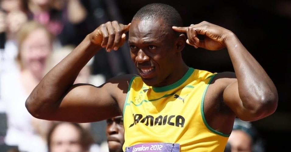 Usain Bolt faz pose antes de competir nas eliminatórias dos 100 m rasos
