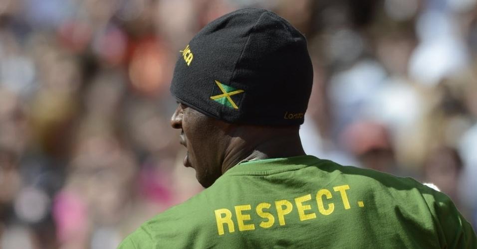 Usain Bolt se concentra antes das eliminatórias dos 100 m rasos
