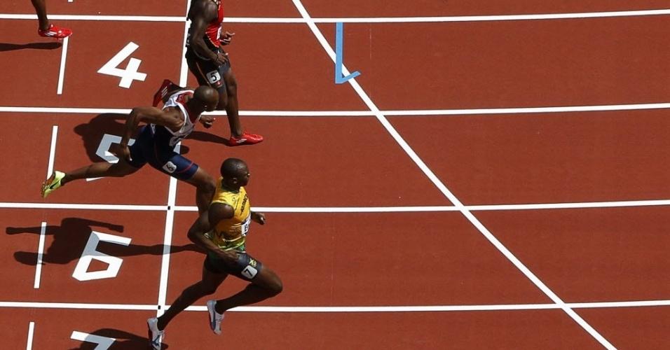 Usain Bolt venceu sua bateria nas eliminatórias dos 100 m rasos e foi à final em nono lugar