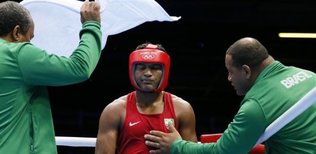 Yamaguchi Falcão recebe orientação de seu técnico durante luta nos Jogos Olímpicos de Londres