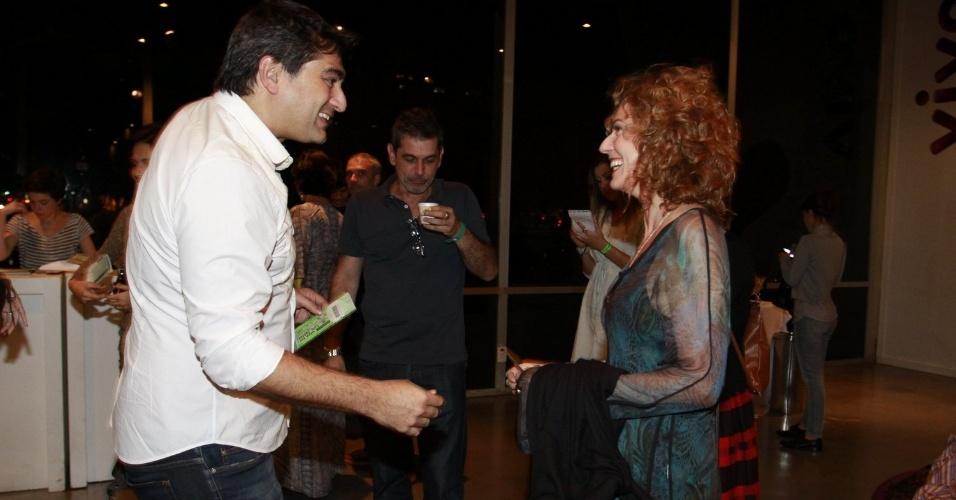 Zeca Camargo e Patrícia Pillar conversam na entrada do Viva Rio antes da apresentação do cantor Lulu Santos. O cantor interpretou grandes sucessos de Roberto e Erasmo Carlos (3/8/12)