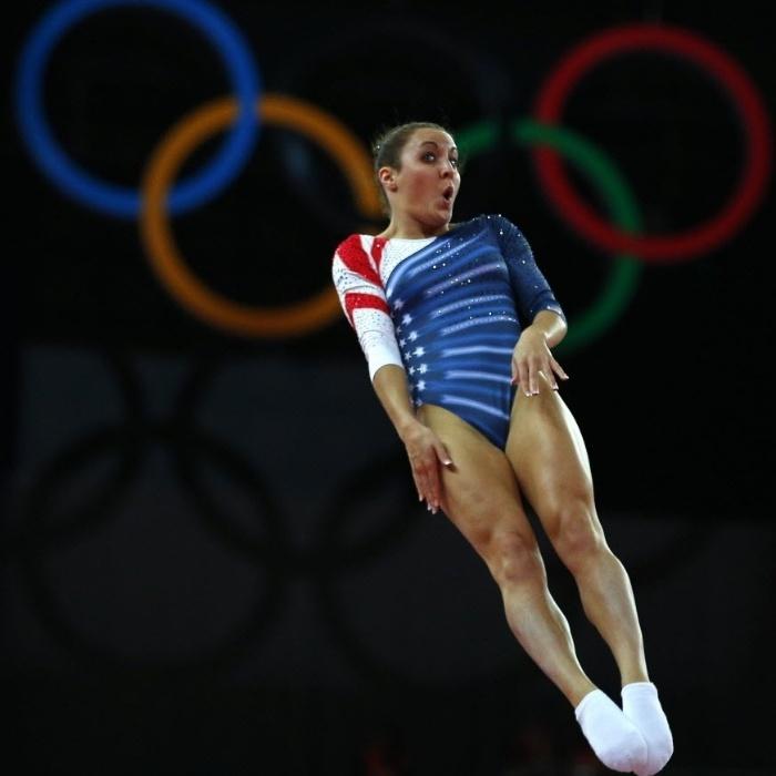 A norte-americana Savannah Vinsant não deixou dúvidas do seu patriotismo: foi de azul, vermelho e branco no trampolim