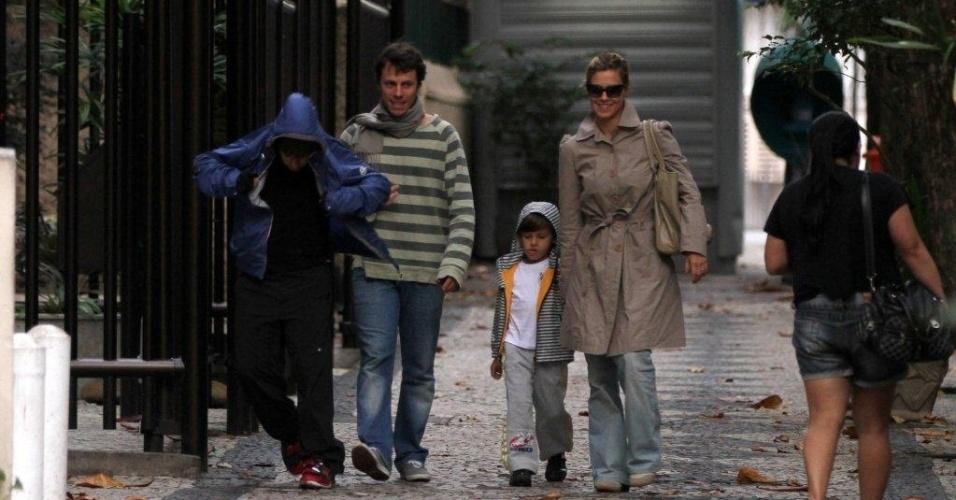 Carolina Dieckamann passeou pelas ruas do Leblon, bairro da zona sul do Rio (5/8/12)
