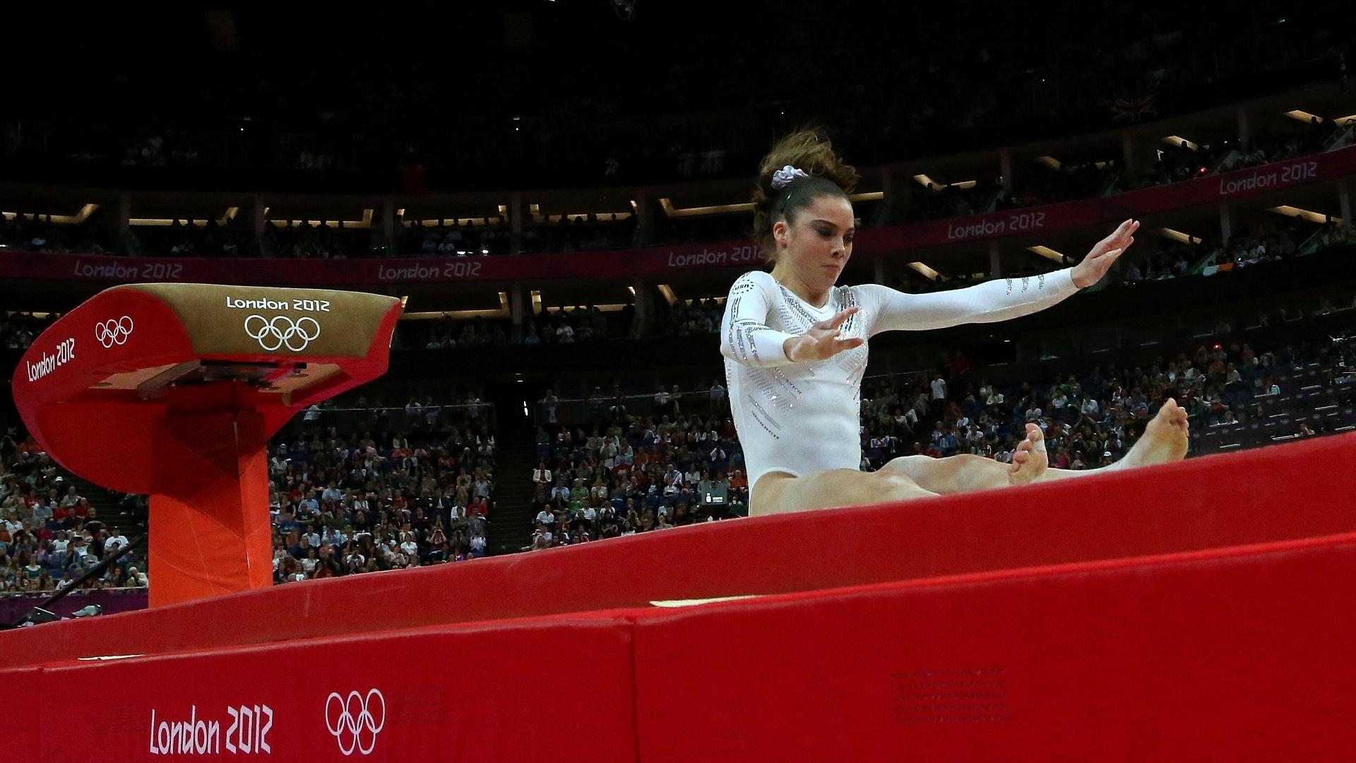 Favorita ao ouro, McKayla Maroney caiu em sua segunda tentativa na final de salto e teve de se contentar com a medalha de prata