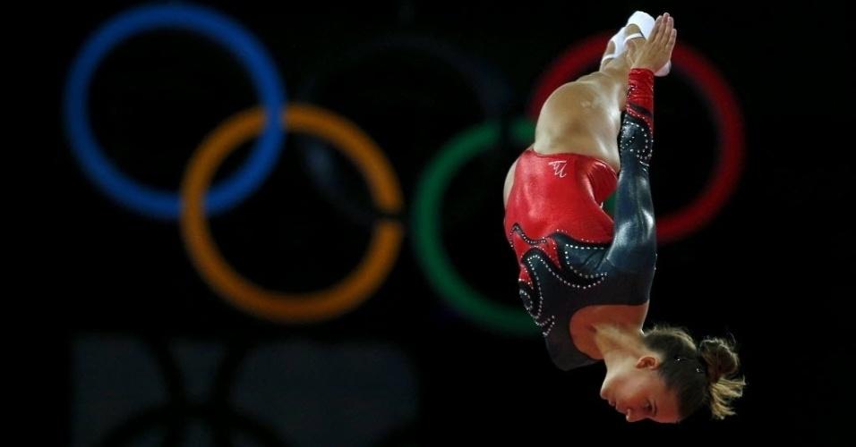 O collant da portuguesa Ana Rente tinha detalhes de raio no peito em preto e vermelho