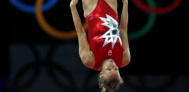 O collant de Karen Cockburn, do Canadá, destacou a folha da bandeira canadense