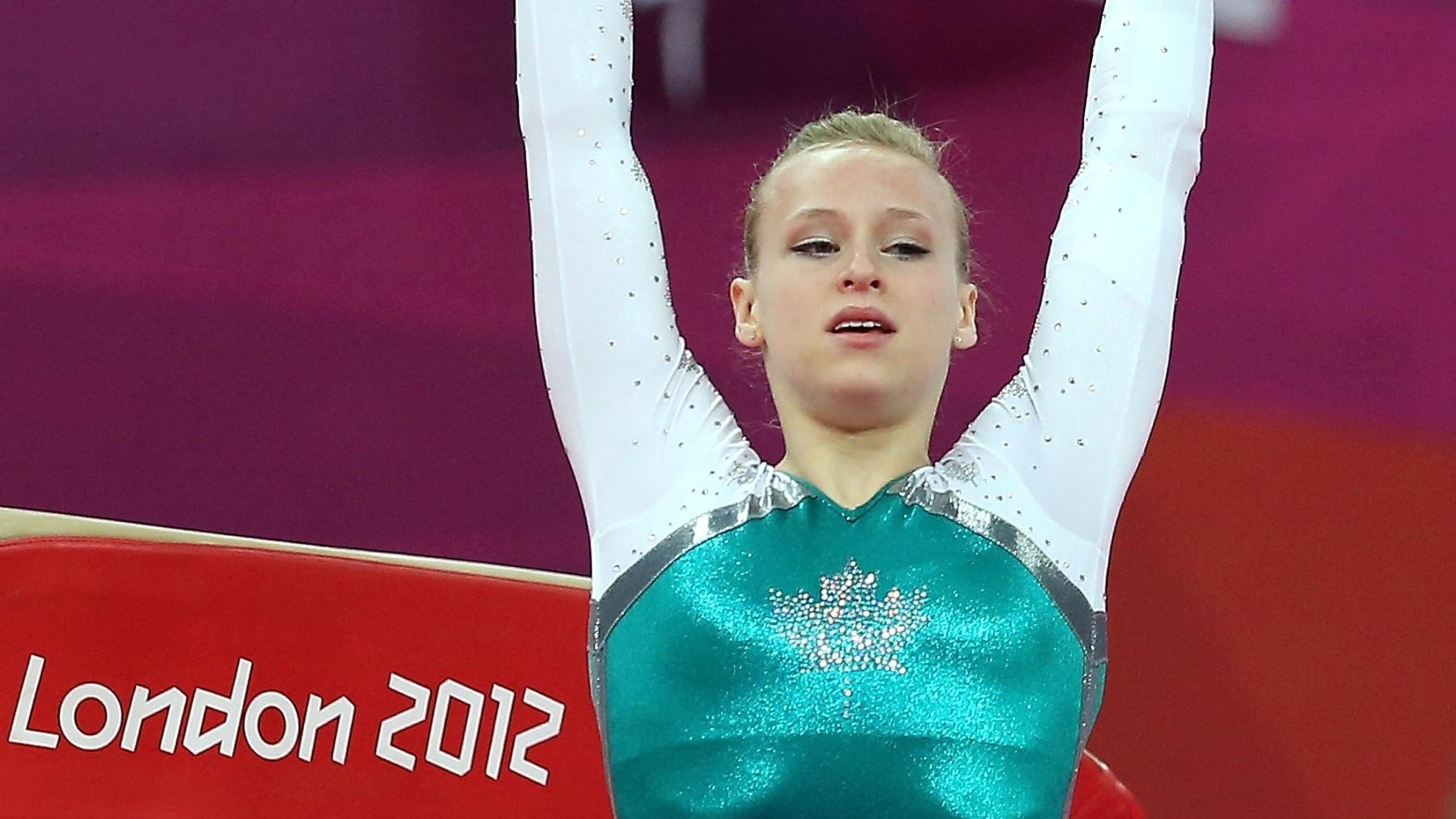 Outra canadense da ginástica artística, Elisabeth Black, também usou a folha em seu collant, mesmo optando por um modelo verde e branco na final de salto