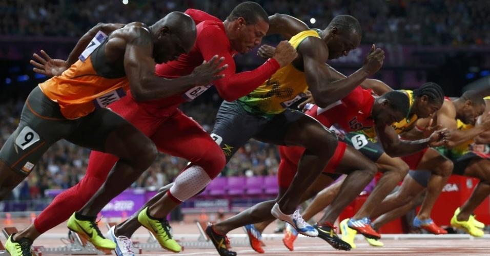 Usain Bolt (3º da esq. para dir.) larga para a final dos 100 m rasos em Londres