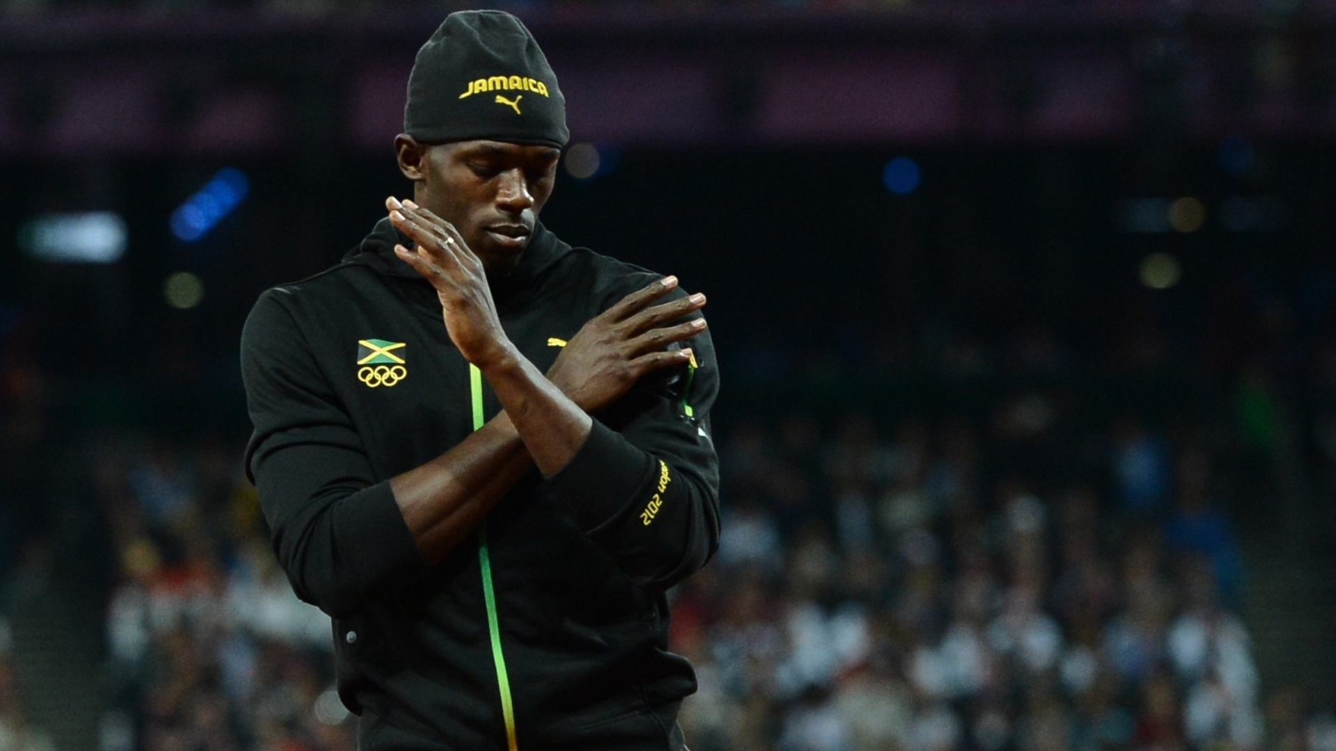 Usain Bolt dana antes da final olmpica dos 100 m rasos