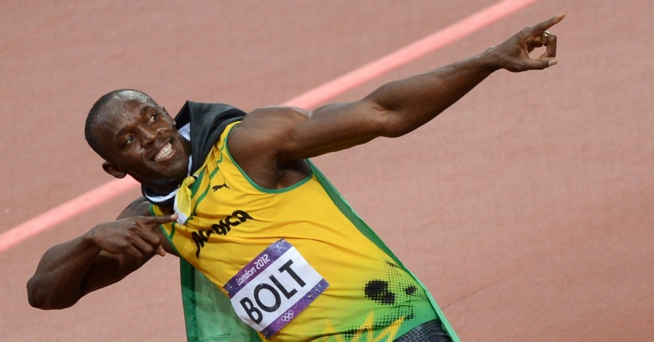 Usain Bolt faz seu sinal da vitria aps se tornar bicampeo olmpico dos 100 m rasos