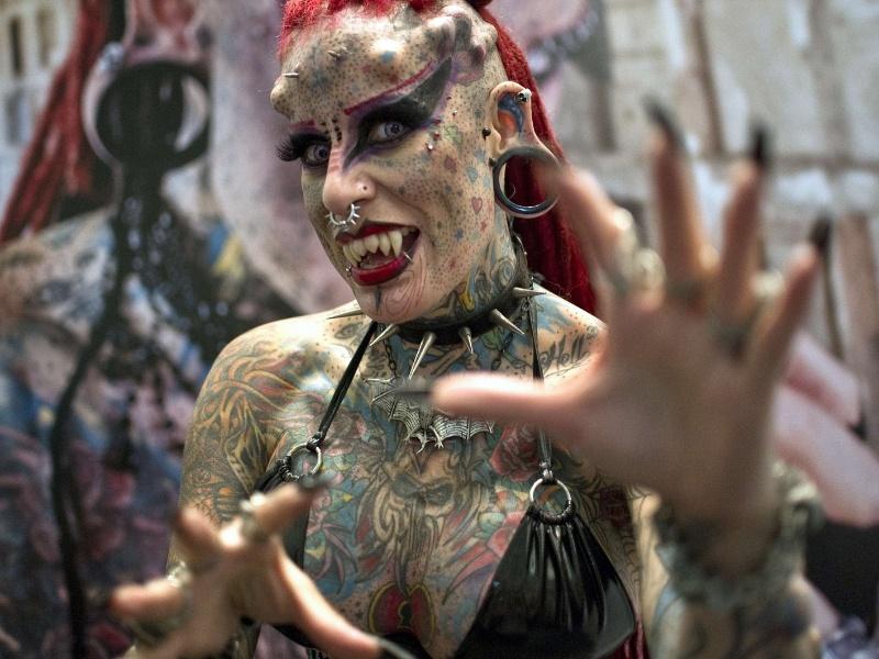 3.ago.2012 - A mexicana Maria Jose Cristerna, conhecida como a mulher vampira, e recordista do Guiness como a mulher com o corpo mais transformado na América, participa do Expo Tatoo Art Mex, convenção de tatuagens, na Cidade do México