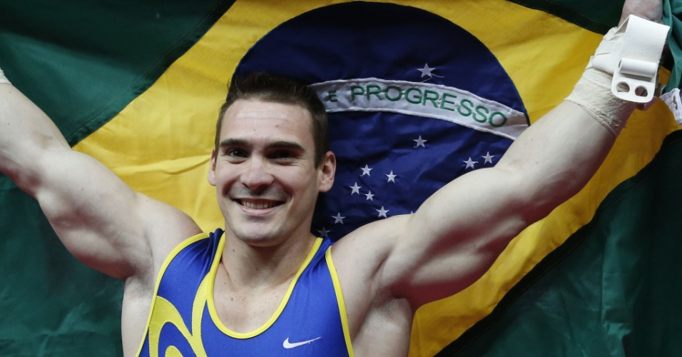  6.ago.2012 -  O ginasta brasileiro Arthur Nabarrete Zanetti comemora a medalha de ouro na final das argolas, nas Olimp&#237;adas de Londres. &#201; primeira medalha da hist&#243;ria do Brasil no esporte em Jogos Ol&#237;mpicos