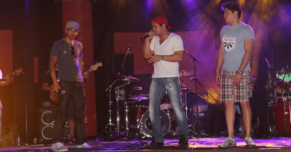 A dupla Henrique e Diego contou com a participação de Gusttavo Lima em ensaio para a gravação de DVD (6/8/12)