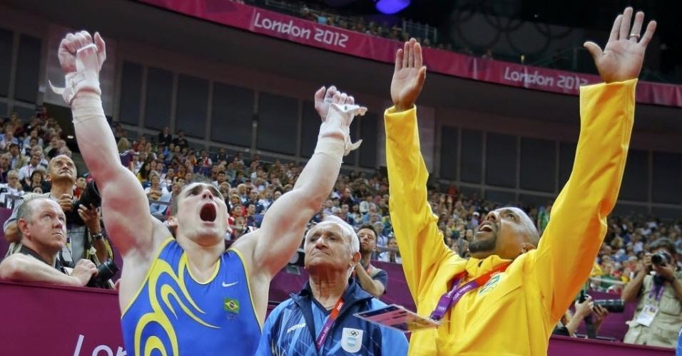Arthur Zanetti e seu treinador comemoram conquista do ouro